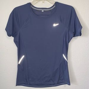 🦄 Nike FitDry Athletic T Shirt Reflective Details
